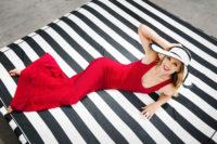 Эй Джей Кук в красном платье