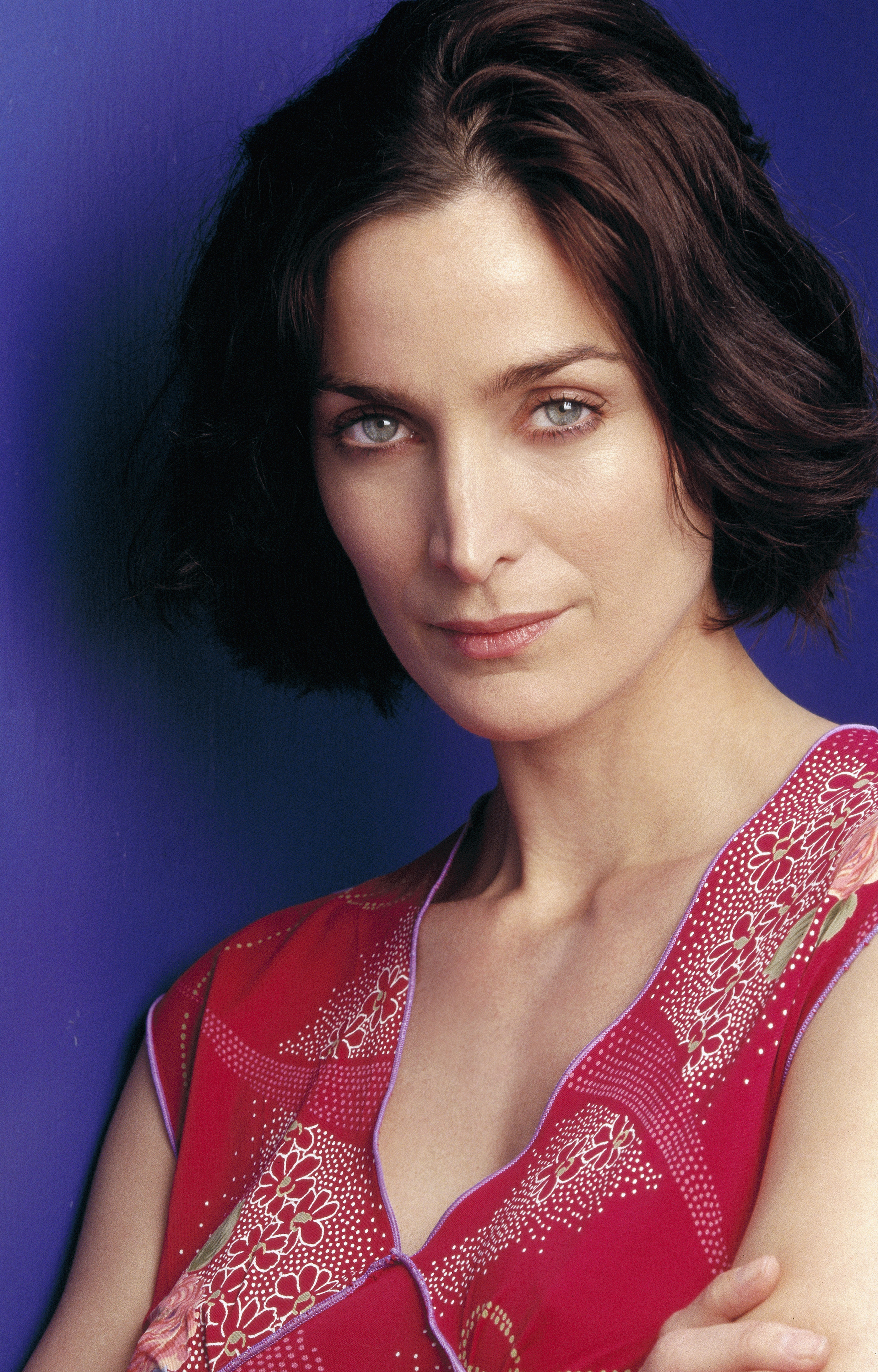 Carrie-Anne Moss - USA Today (March 11, 2001) HQ